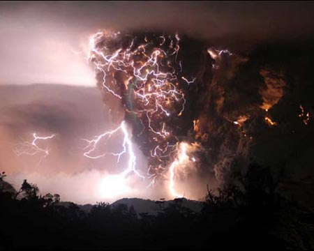 Volcanolightning1